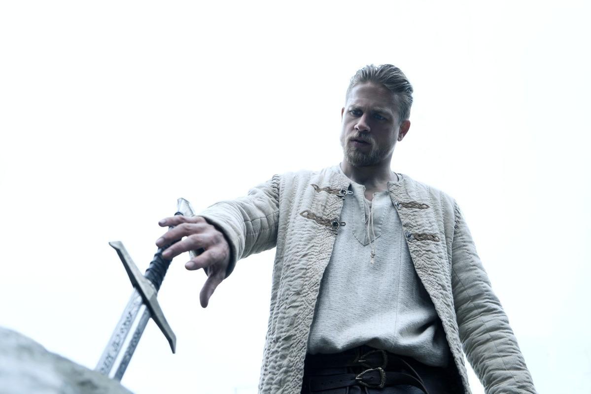 Критики разгромили фильм Гая Ричи «Меч короля Артура»